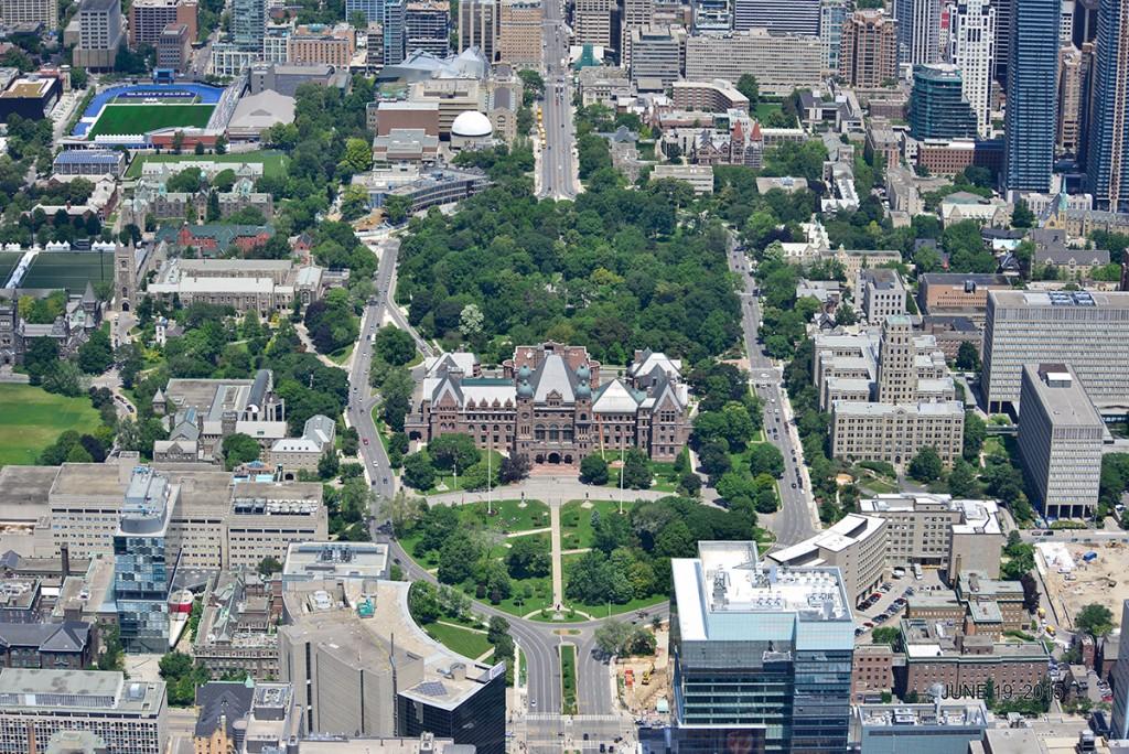 Toronto Queen's Park - Ốc đảo thanh bình
