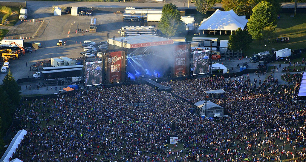 Boots and Hearts Main Stage 2015